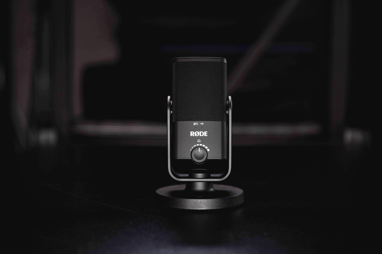 voice-video-dYrbvdI_ji0-unsplash